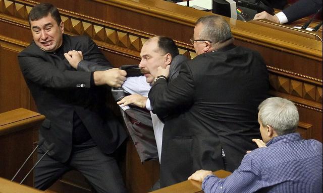 Golpes en el parlamento